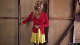 Kinsley Karter ebony gets her pussy pleased by horny dude in the room