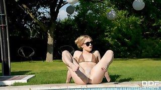 Blonde's XXX Solo Summer